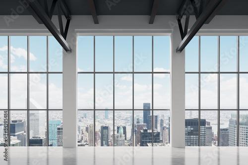 Durch die Bürofensterläden hinschauend