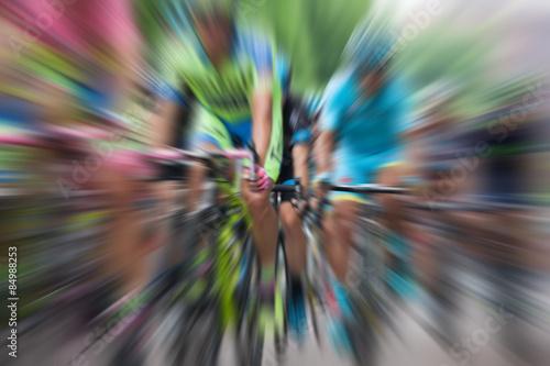 Foto op Plexiglas Fietsen Ciclisti in gara