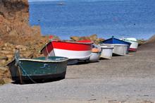 Ensemble D'embarcations Sur Une Digue En Bretagne