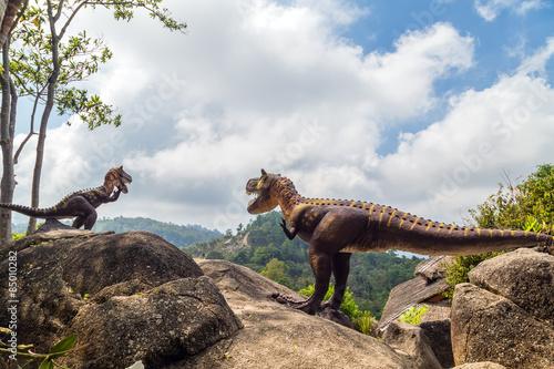 Naklejka premium Dinozaur w górach