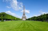 Fototapeta Fototapety z wieżą Eiffla - Eiffel Tower at morning in Paris.