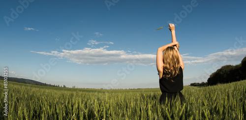 Photo  Blonde women feeling freedom