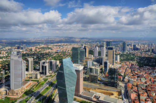 Photo Skyscrapers and modern office buildings in Istanbul, Turkey