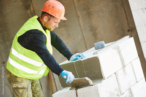 Fotografía construction mason worker bricklayer