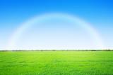Zielona polanka z tęczą