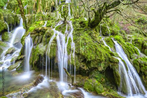 wodospady-w-gorach-entzia-hiszpania