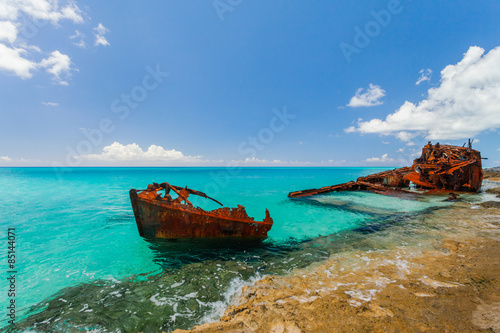 Foto op Canvas Schipbreuk Ship wreckage on a beach