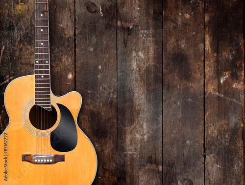 Foto  Acoustic Guitar on Rustic Background