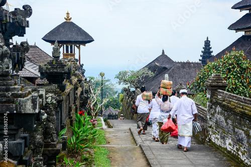 Aluminium Prints Indonesia Balinese people walk in traditional dress in Pura Besakih