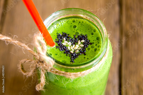 Crédence de cuisine en verre imprimé Jus, Sirop Green smoothie with heart of seeds