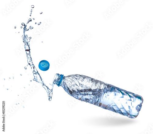 Papiers peints Eau Water up from a plastic bottle