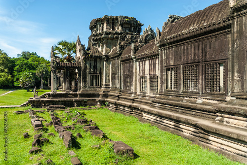 Photo gopura of entry to the first enclosure of the archaeological place of angkor wat