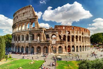 Koloseum ili Kolosej u Rimu, Italija. Poznati antički rimski spomenik, svjetska znamenitost.