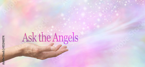 Fotografia Ask Your Angels for Help - Female hand face up with the words Ask the Angels flo