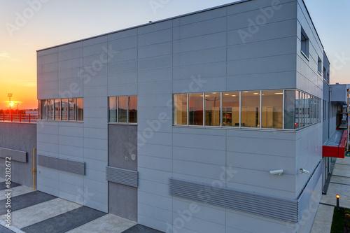 Staande foto Industrial geb. aluminum facade