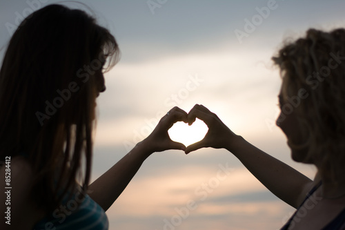 2 girls making love