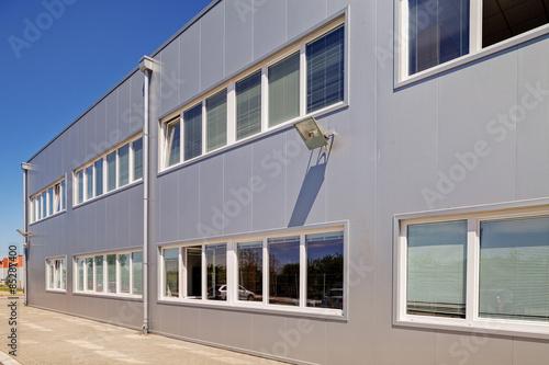 Poster Industrial geb. Aluminum facade on industrial building