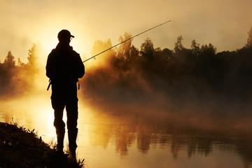 fisher ribolov na maglovit izlazak sunca