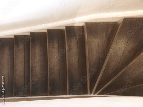Photo Stands Stairs dunkle Holztreppe