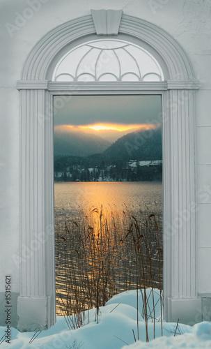 archway-z-widokiem-na-jezioro-zimowy-krajobraz