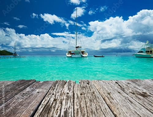 Carta da parati Beautiful beach with boats at Seychelles