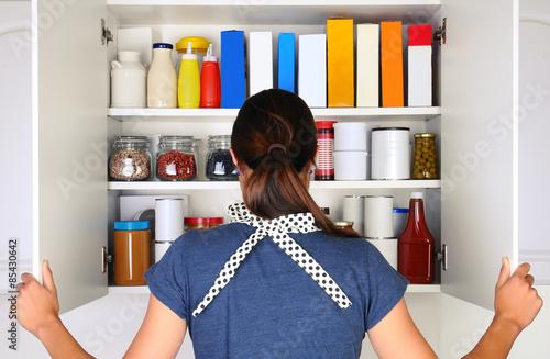 Photo Woman Opening Full Pantry