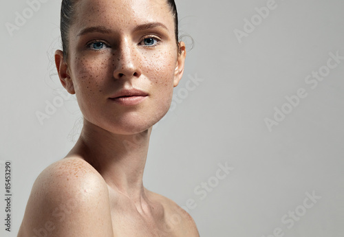 Stampa su Tela freckles woman's face portrait with healthy skin..