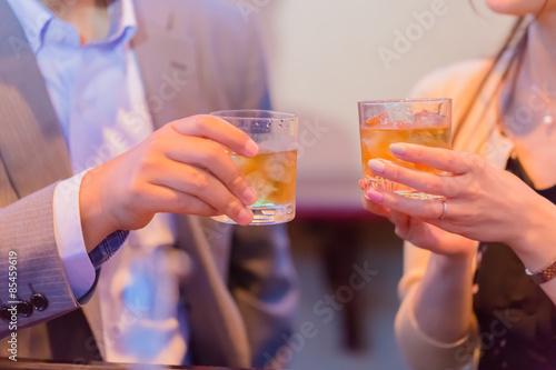 Fototapeta 乾杯するカップル