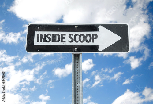Fotografía  Inside Scoop direction sign with sky background