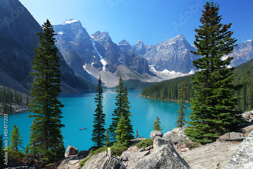 In de dag Canada Moraine Lake in the Canadian Rockies