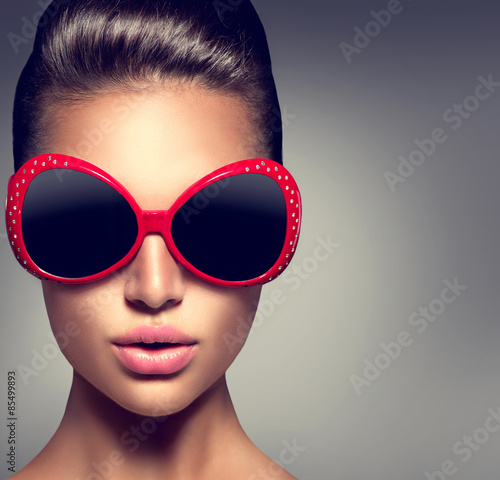 Fashion model brunette girl wearing stylish sunglasses