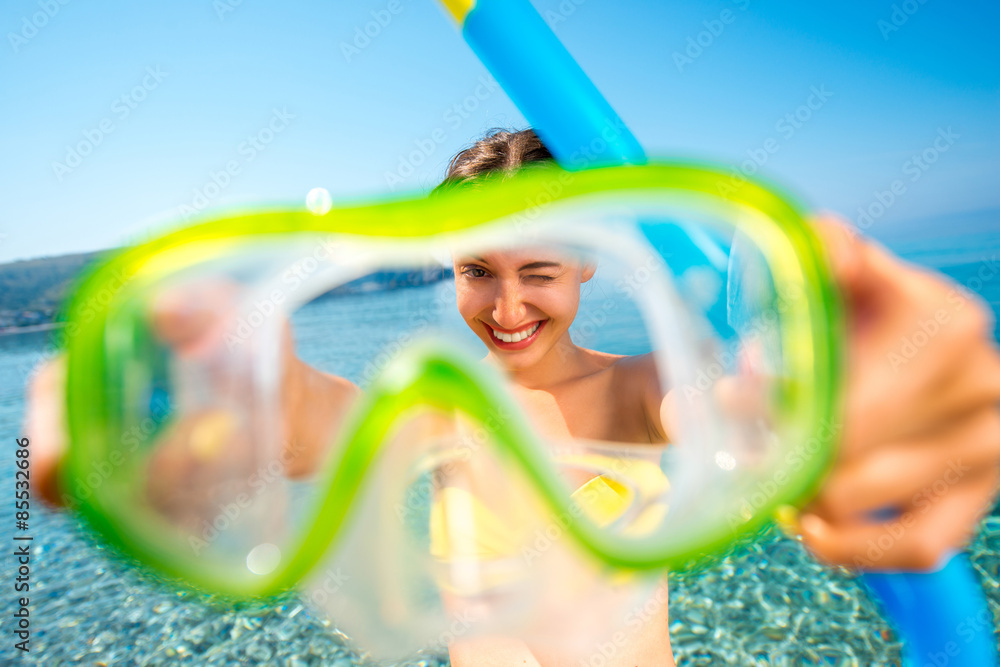 Fototapeta Woman with snorkeling mask on the sea background