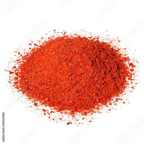 Fotografía  Powdered pimienta roja red pepper pile isolated on white.