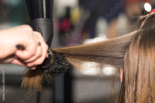 Fotografie, Obraz  Styling vysoušeč vlasů v salonu krásy