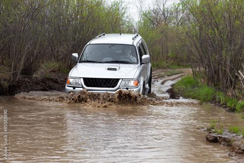 фотография  Auto crossing a big paddle