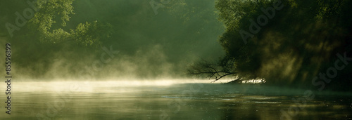 Foto auf Gartenposter Fluss Poranek nad rzeką