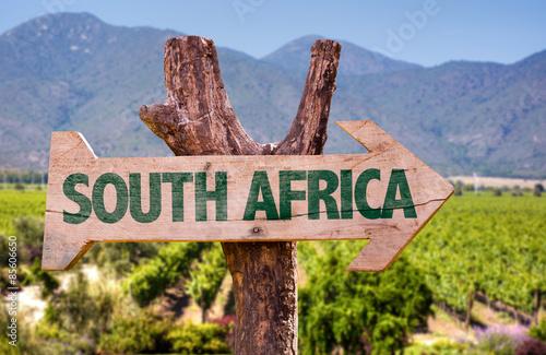 Papiers peints Afrique du Sud South Africa wooden sign with vineyard background