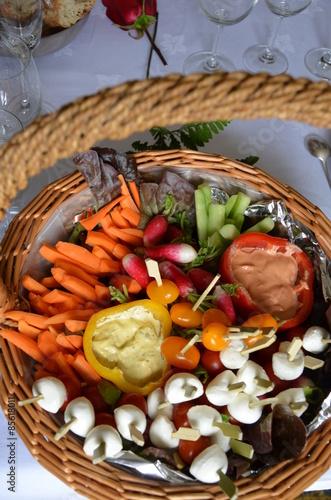 Spoed Foto op Canvas Voorgerecht Panier crudités légumes apéritif végétarien