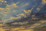 Niezwykłe chmury i zachód słońca