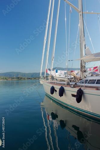 Foto op Plexiglas Water Motor sporten Moored Yacht