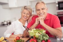 älteres Paar Ernährt Sich