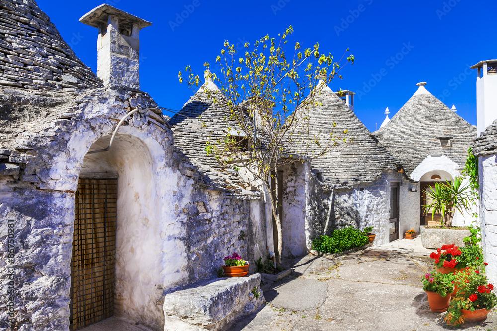 Fototapety, obrazy: Unikalne domy Trulli ze stożkowymi dachami w Alberobello, Włochy