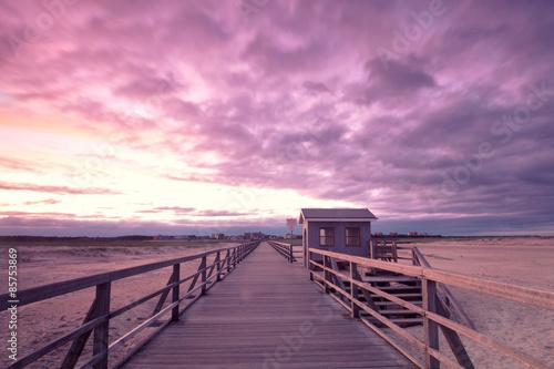 Spoed Foto op Canvas Candy roze lila Wolken an der Seebrücke