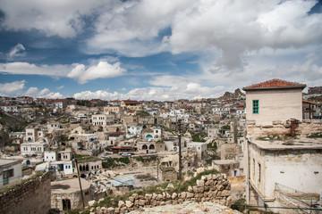 Fototapeta na wymiar Ortahisar - an old rock town.. Cappadocia