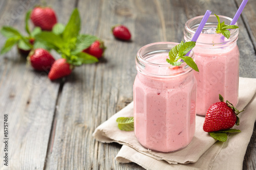 Photo sur Toile Lait, Milk-shake Strawberry milkshake.