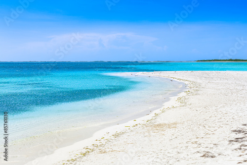 Foto auf Acrylglas Tropical strand Turquoise waters and gentle waves on a white sand Caribbean beach.
