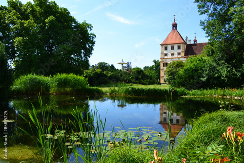 Foto auf Leinwand Schloss Pond in Eggenderg castle in Graz, Austria
