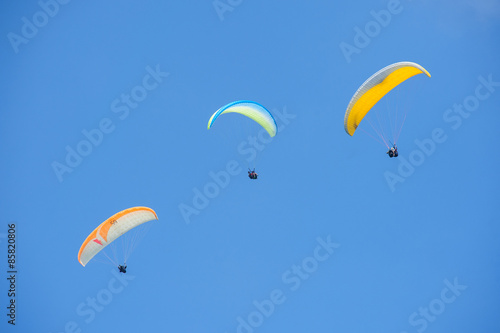 Foto op Canvas Luchtsport Paragliding in blue sky
