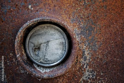 Photo termometro rotto di una vecchia caldaia