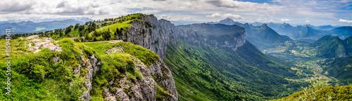 Photo Vue panoramique d'une vallée alpine proche d'Annecy et de son lac